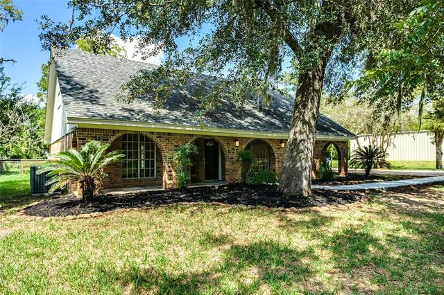 320 Rabbit Trail, Lake Jackson, TX 77566 (MLS #92765159) :: The Jennifer Wauhob Team