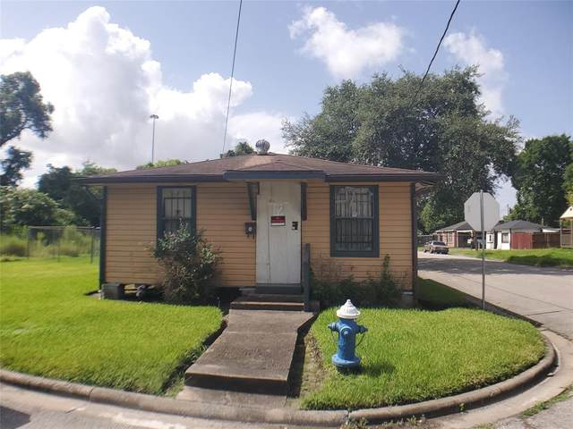 1402 E 32nd 1/2 Street, Houston, TX 77022 (MLS #92804928) :: My BCS Home Real Estate Group