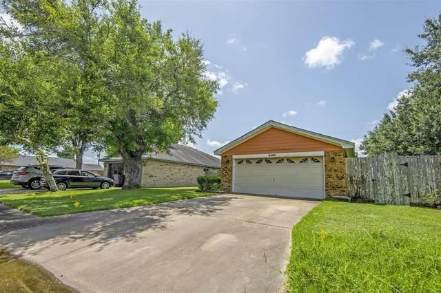 2400 Hedgerose Lane, Bay City, TX 77414 (MLS #92858793) :: Michele Harmon Team