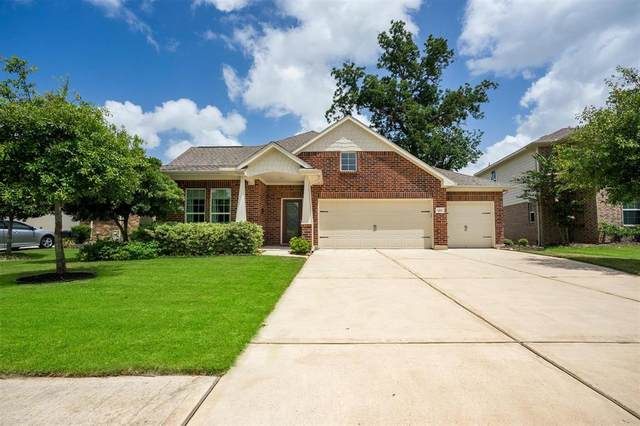 123 Meadow Ridge Way, Clute, TX 77531 (MLS #930375) :: The Sansone Group