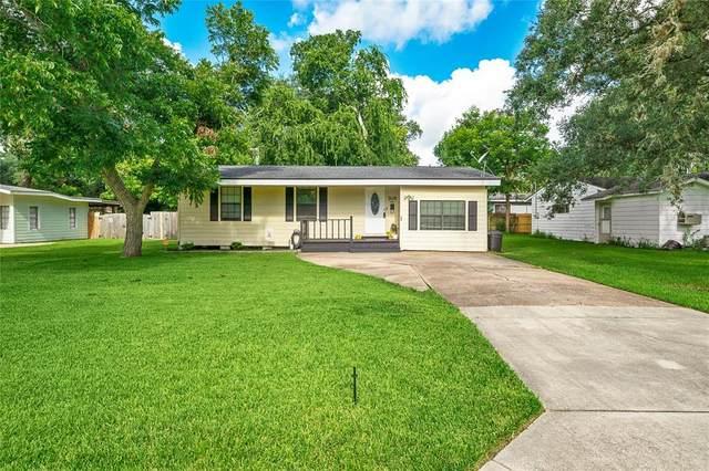 705 Winding Way Street, Lake Jackson, TX 77566 (#93184121) :: ORO Realty