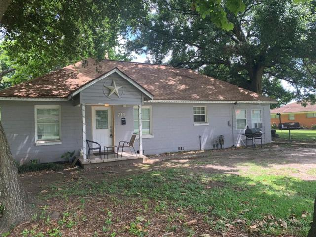 711 W Kyle Road, Clute, TX 77531 (MLS #93199494) :: The SOLD by George Team