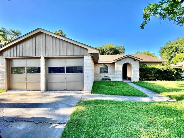 12322 Plumbrook Drive, Houston, TX 77099 (MLS #93294996) :: The SOLD by George Team