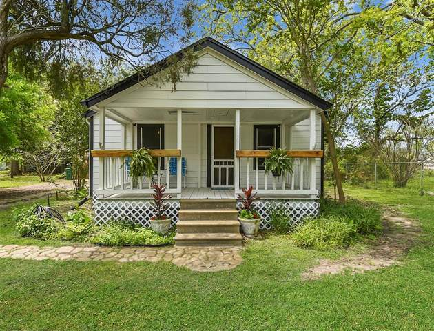 3906 Texas Avenue, Dickinson, TX 77539 (MLS #93371287) :: Michele Harmon Team