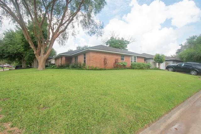 2102 Yorktown Court S, League City, TX 77573 (MLS #93460744) :: All Cities USA Realty