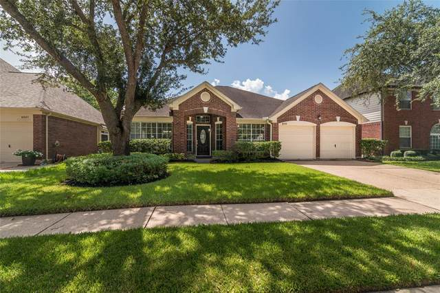 4811 Ten Sleep Lane, Friendswood, TX 77546 (MLS #93582029) :: The SOLD by George Team