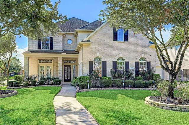 2918 Wickwood Drive, Pearland, TX 77584 (MLS #93634796) :: The SOLD by George Team