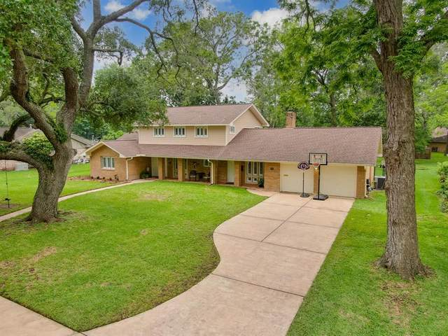 111 Redbud Street, Lake Jackson, TX 77566 (MLS #9370939) :: Connell Team with Better Homes and Gardens, Gary Greene
