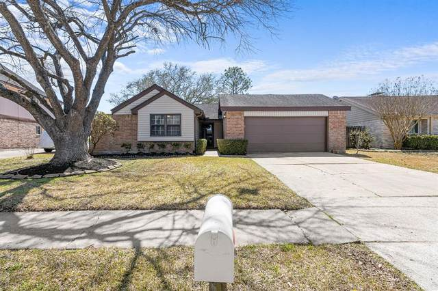 822 Bradwell Drive, Houston, TX 77062 (MLS #940276) :: The Home Branch