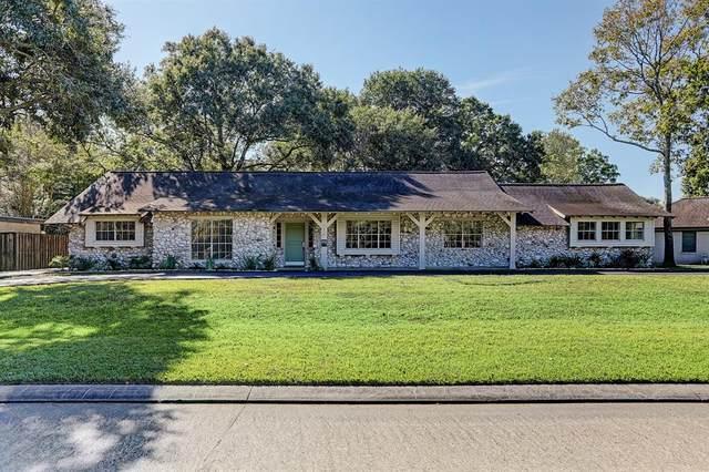 218 Lakeshore Drive, Taylor Lake Village, TX 77586 (MLS #94152288) :: The Home Branch