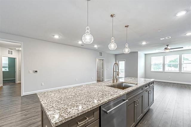 6804 Westview Drive #1406, Houston, TX 77055 (MLS #94373772) :: The SOLD by George Team