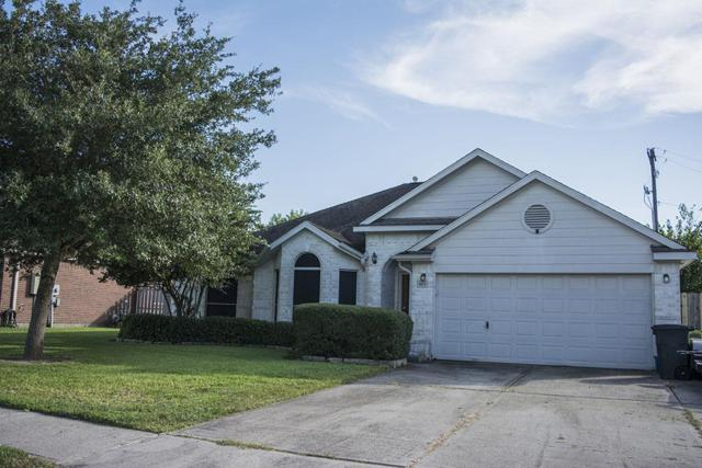 801 W Courtside Drive, League City, TX 77573 (MLS #94533097) :: REMAX Space Center - The Bly Team