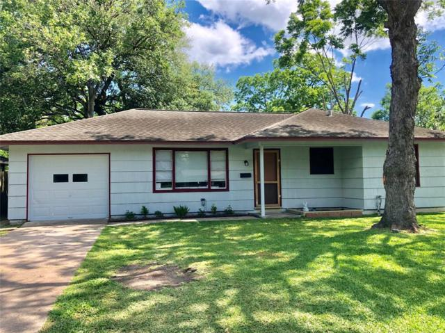 210 Caladium Street, Lake Jackson, TX 77566 (MLS #94740356) :: Texas Home Shop Realty