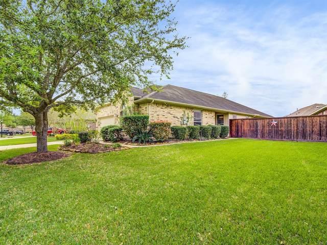 1217 N Riviera Circle, Pearland, TX 77581 (MLS #94758302) :: Ellison Real Estate Team
