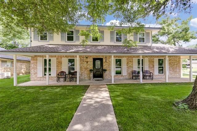 202 Wedgewood Street, Lake Jackson, TX 77566 (MLS #94820800) :: Lerner Realty Solutions