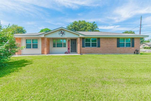 5202 6th Street, Danbury, TX 77534 (MLS #9551796) :: Caskey Realty