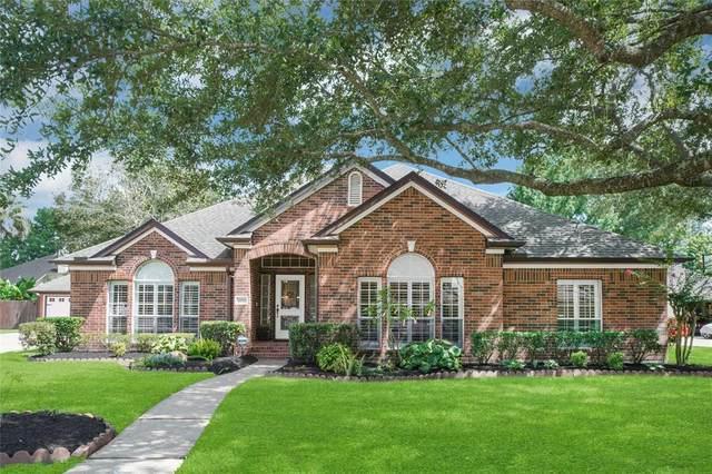 409 Golden Leaf Drive, Friendswood, TX 77546 (MLS #95547207) :: Ellison Real Estate Team