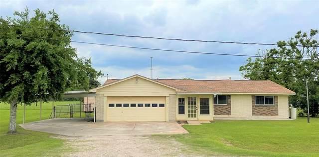 114 Creekwood Drive, Freeport, TX 77541 (MLS #9568403) :: The Parodi Team at Realty Associates