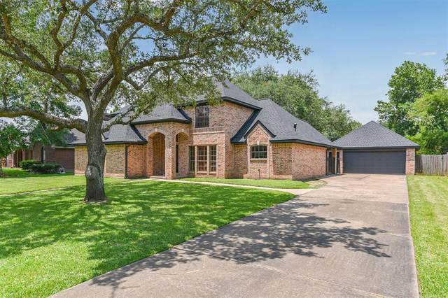 1011 Glenshannon Avenue, Friendswood, TX 77546 (MLS #95840523) :: The Bly Team