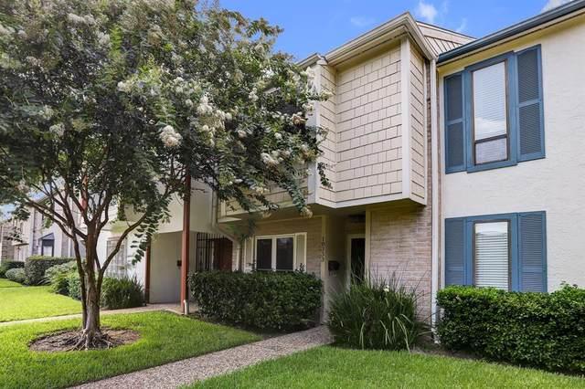 10333 Longmont Drive 35/3, Houston, TX 77042 (MLS #95850574) :: NewHomePrograms.com LLC