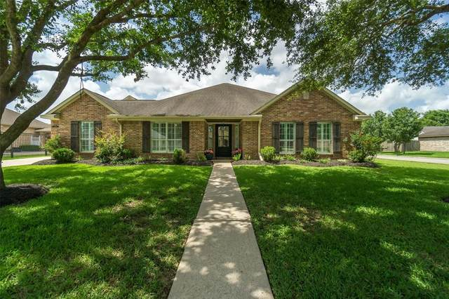 2208 Meadows Boulevard, League City, TX 77573 (MLS #9593471) :: The SOLD by George Team