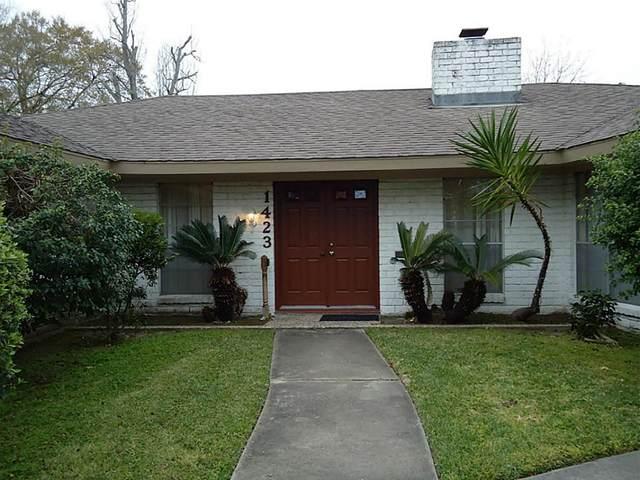 1423 San Sebastian Lane, Nassau Bay, TX 77058 (MLS #95936027) :: Ellison Real Estate Team