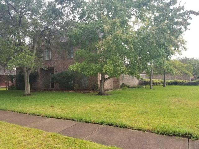 1902 Cloud Croft Drive, Friendswood, TX 77546 (MLS #96518961) :: The SOLD by George Team