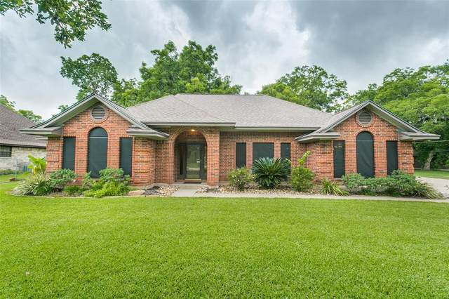 328 Jamison Drive, Angleton, TX 77515 (MLS #96553861) :: The Queen Team