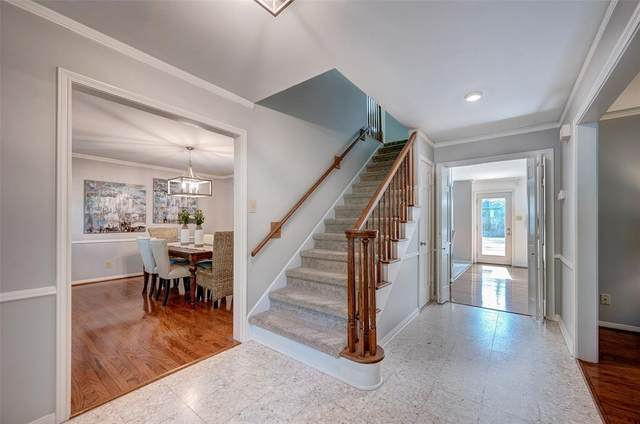 718 N Wilcrest Drive, Houston, TX 77079 (#96742392) :: ORO Realty