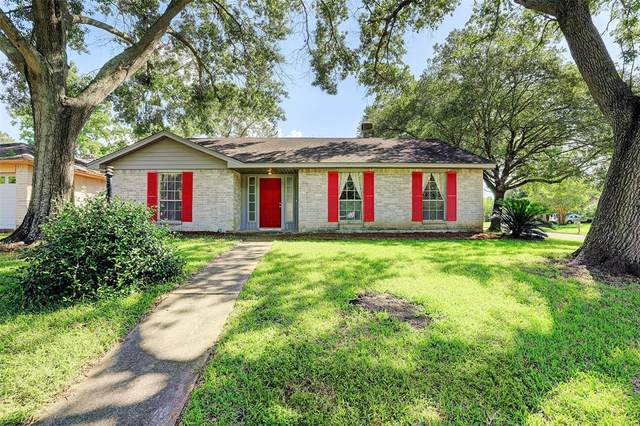 16302 Forest Bend Avenue, Friendswood, TX 77546 (MLS #96876719) :: The Queen Team