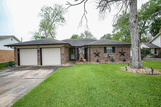 105 Mistletoe Street, Lake Jackson, TX 77566 (MLS #97006510) :: CORE Realty