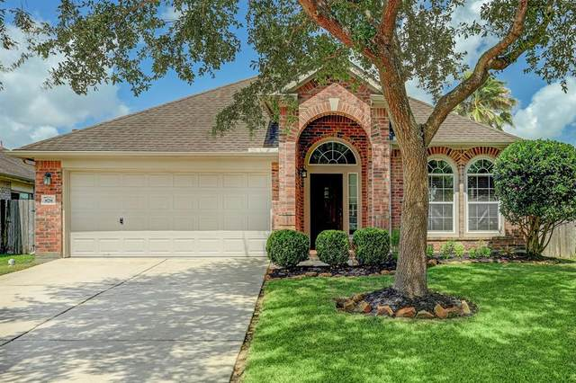 878 Schooner Cove Lane, League City, TX 77573 (MLS #97062730) :: The SOLD by George Team