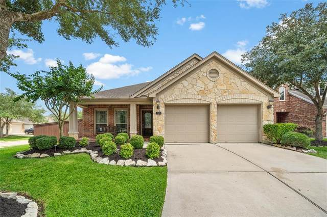 2801 Highland Lake Court, Pearland, TX 77584 (MLS #97140464) :: Caskey Realty