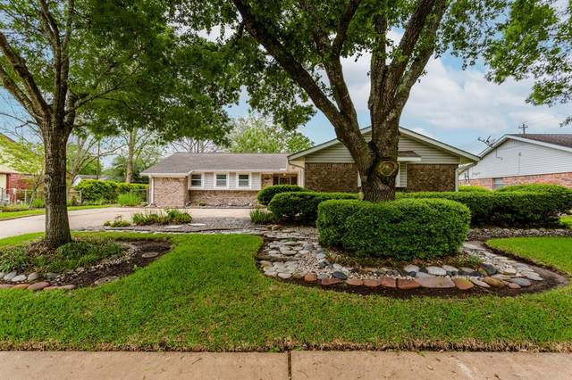 2104 Willow Boulevard, Pearland, TX 77581 (MLS #97142355) :: Caskey Realty