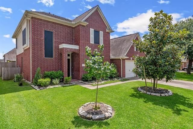 1819 Oakwood Court Drive, Baytown, TX 77521 (#97241796) :: ORO Realty
