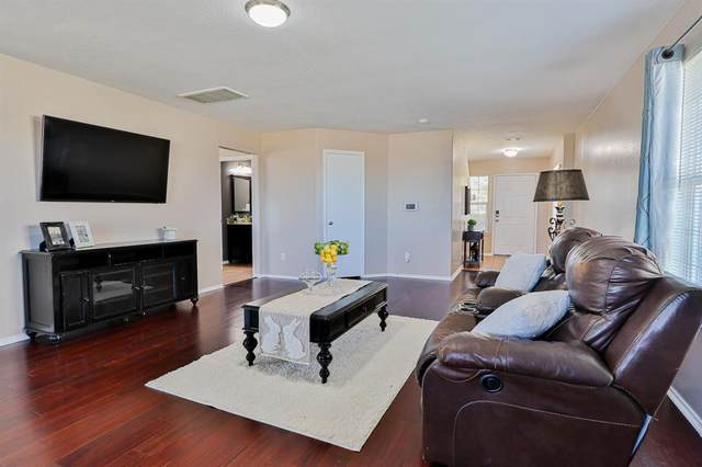 4435 Amaryllis Avenue, Baytown, TX 77521 (MLS #97334957) :: The Parodi Team at Realty Associates