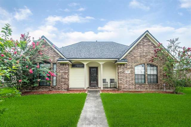 157 Silverbell Circle, Lake Jackson, TX 77566 (MLS #97488265) :: Rachel Lee Realtor