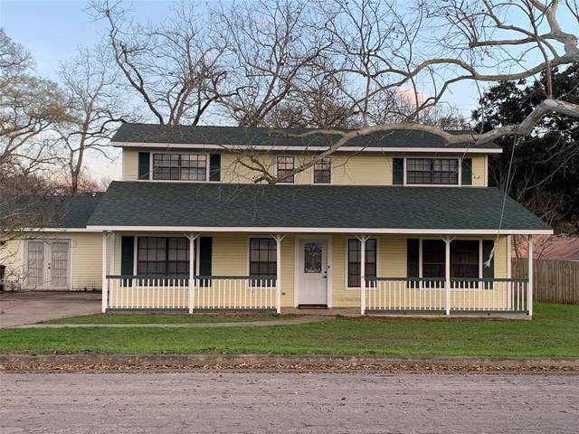 221 S Masonic Street, Bellville, TX 77418 (MLS #97574622) :: The SOLD by George Team