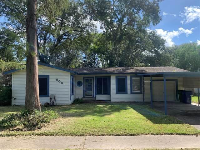 808 Akers Street, Angleton, TX 77515 (MLS #97702725) :: Christy Buck Team