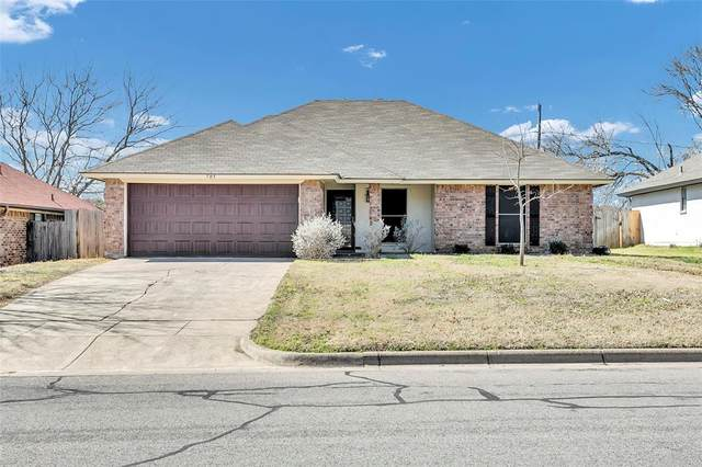 705 Parkview Drive, Burleson, TX 76028 (MLS #97792483) :: My BCS Home Real Estate Group