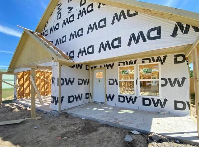 350 Edgewood, Giddings, TX 78942 (MLS #97930859) :: Christy Buck Team