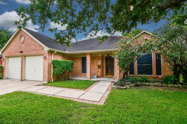2938 W Russett Place W, Pearland, TX 77584 (MLS #98083208) :: The SOLD by George Team
