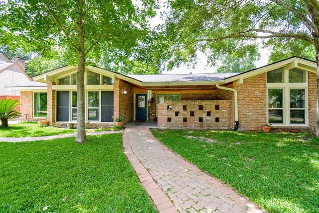 4107 Shady Springs Drive, Seabrook, TX 77586 (MLS #98140249) :: The Bly Team