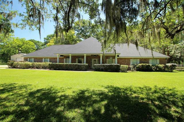 2002 Sugar Mill Lane, Lake Jackson, TX 77566 (MLS #98486573) :: Connell Team with Better Homes and Gardens, Gary Greene