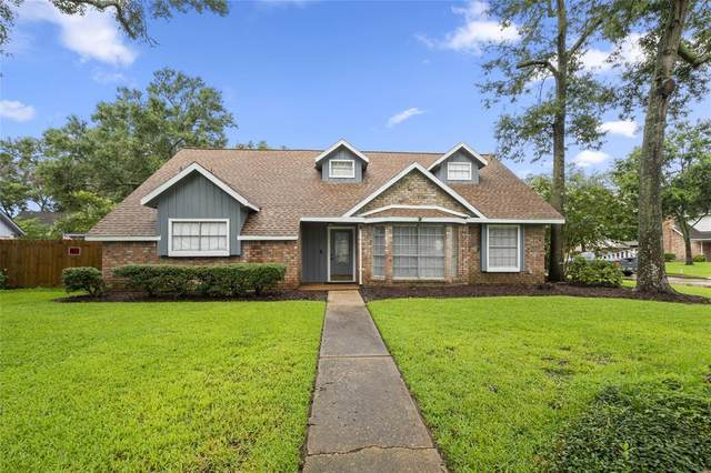 4102 Clovernook Lane, Seabrook, TX 77586 (MLS #98579124) :: The SOLD by George Team
