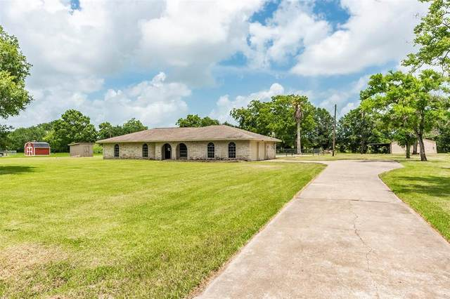 302 County Road 893, Angleton, TX 77515 (MLS #98598961) :: Rachel Lee Realtor
