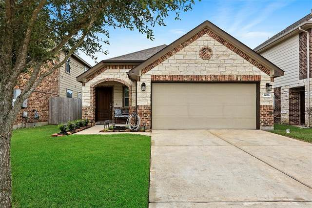 6876 Dogwood Cliff Lane, Dickinson, TX 77539 (MLS #98607557) :: Rachel Lee Realtor