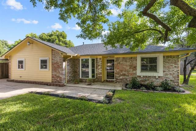 5303 Leggett Lane, Pearland, TX 77584 (MLS #98691145) :: The Freund Group