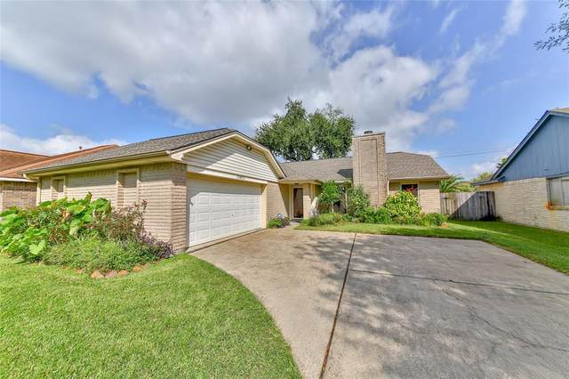 10813 Collingswood Drive, La Porte, TX 77571 (MLS #98800119) :: The Queen Team
