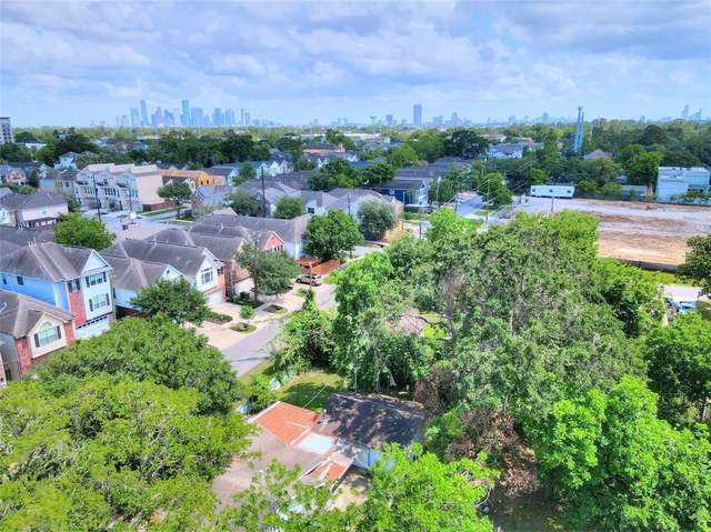 906 W 15th 1/2 Street, Houston, TX 77008 (MLS #98804510) :: Michele Harmon Team